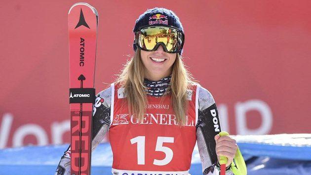 Ester Ledecka na stupních vítězů v Garmisch-Partenkirchenu.