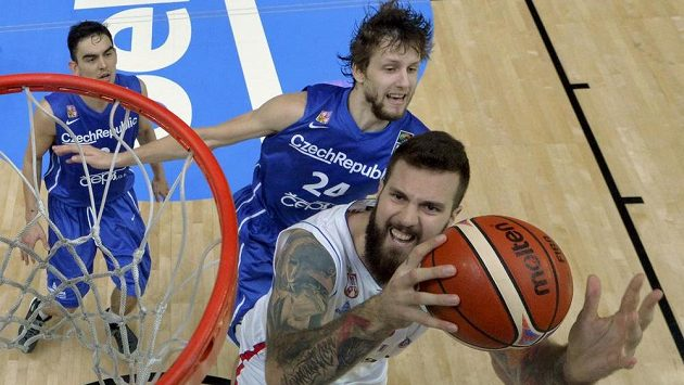 Srb Miroslav Raduljica a Jan Veselý ve čtvrtfinále mistrovství Evropy.
