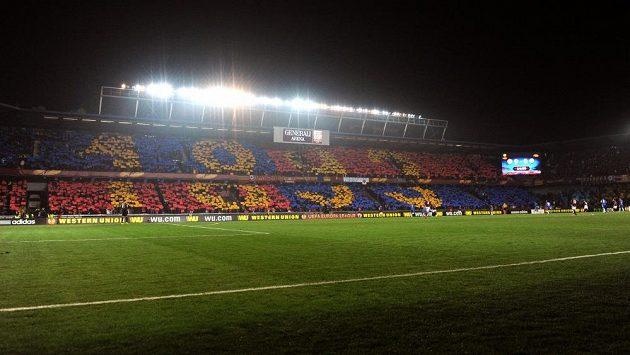 Choreo sparťanských fanoušků v utkání s Chelsea. Letenský klub byl založen v roce 1893.