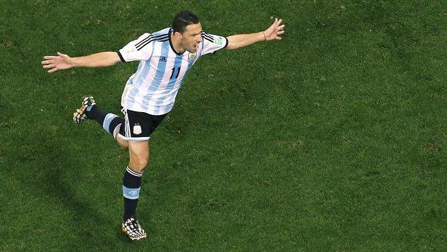 Argentinec Maxi Rodríguez měl v rozstřelu poslední slovo. Zařídil svému týmu finále.
