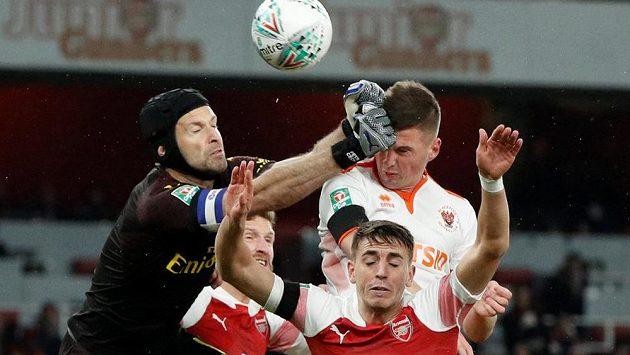 Duel Arsenalu, jehož barvy hájí brankář Petr Čech, a Tottenhamu odstartuje na TV Seznam seriál přímých přenosů z elitních evropských fotbalových lig.