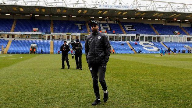 Útočník Leicesteru Rijád Mahriz na ilustračním snímku před pohárovým utkáním s Peterboroughem.