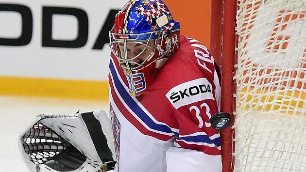 Český brankář Pavel Francouz při utkání s Kazachstánem.