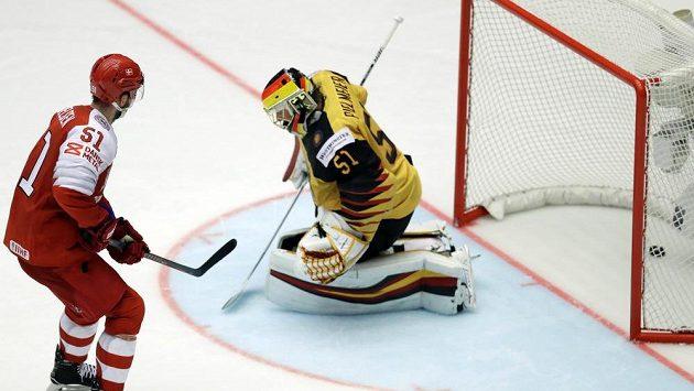 Dánský hokejový hrdina se jmenuje Frans Nielsen. Proměnil nájezd a rozhodl o výhře na MS nad Německem.