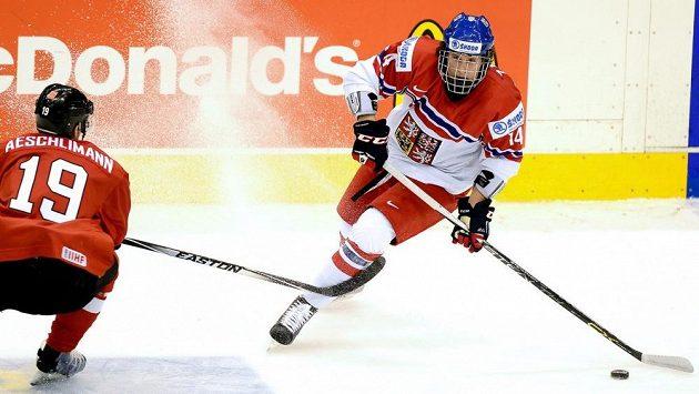 Pavel Zacha v utkání se Švýcarskem na nedávném mistrovství světa dvacítek.