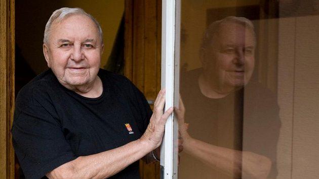Augustin Bubník, mistr světa z roku 1949 a člen Síně slávy českého hokeje na archivním snímku.