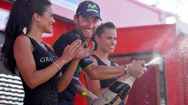 Domácí favorit Alejandro Valverde udržel pozici lídra Vuelty i po páteční sedmé etapě.