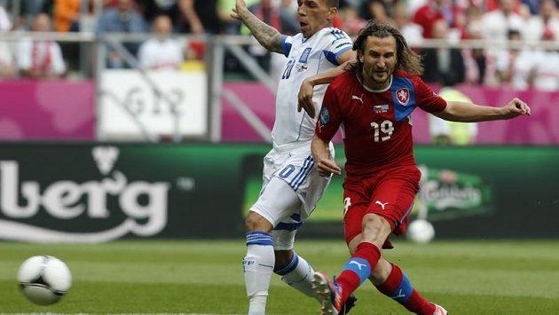 Petr Jiráček napřahuje k úvodnímu gólu do sítě Řeků.
