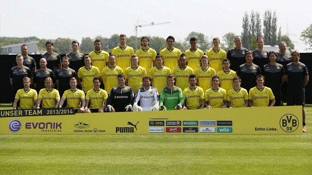 Robert Lewandowski (sedmý zleva ve druhé řadě) je stále hráčem Dortmundu. přestup mu šéfové zamítli.