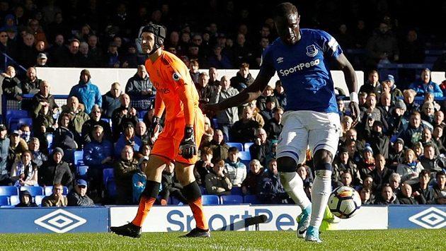 Brankář Arsenalu Petr Čech inkasoval v Premier League na půdě Evertonu dvě branky.