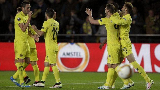 Fotbalisté Villarrealu slaví gól - ilustrační foto.
