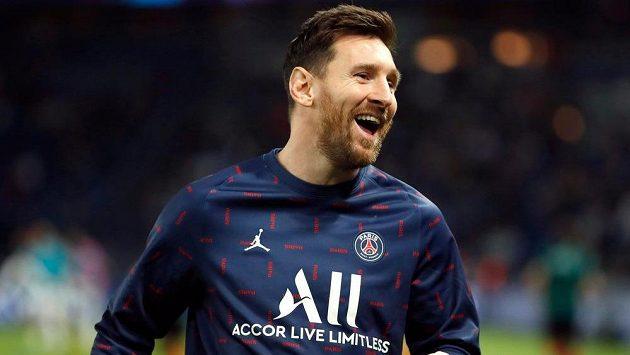 Lionel Messi v dobré náladě při rozcvičce před zápasem Ligy mistrů s Manchesterem City. Archivní foto