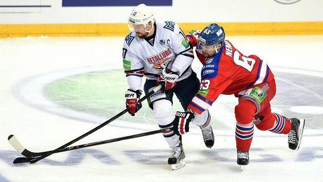 Sergej Mozjakin z Magnitogorsku (vlevo) na ilustračním snímku