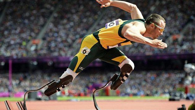 Jihoafrický handicapovaný atlet Oscar Pistorius, který je kvůli podezření z vraždy přítelkyně ve vazbě, zrušil všechny plánované starty v sezóně.