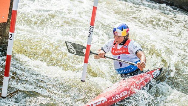 Australská vodní slalomářka Jessica Foxová při kvalifikace Světového poháru v Troji.