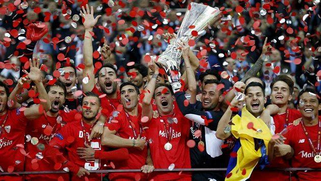 Varšavské finále Evropské ligy nakonec patřilo fotbalistům Sevilly.