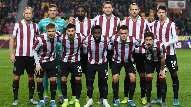 Sparta ve výročních dresech před zápasem s Českými Budějovicemi.
