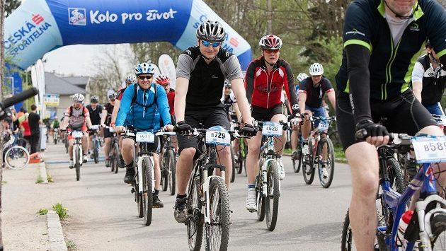 Start závod Trans Brdy, úvodního podniku seriálu Kolo pro život, v minulém roce.