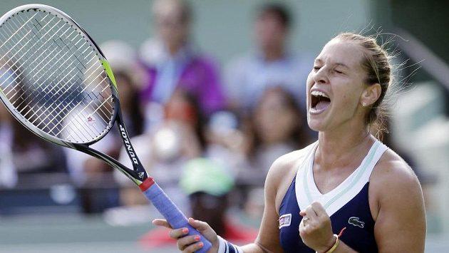 Slovenská tenistka Dominika Cibulková se raduje z postupu do semifinále turnaje v Miami.