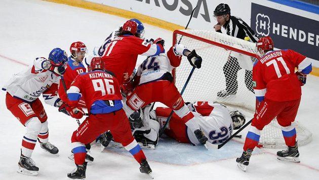 Gólman české hokejové reprezentace Roman Will v akci během zápasu s Ruskem.