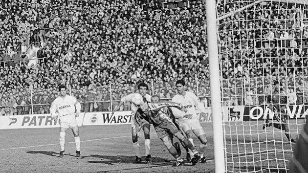 Archivní snímek ze šlágru z roku 1992 na Hané: Olomouc vs. Real Madrid.