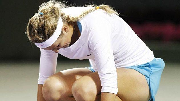 Viktoria Azarenková smutní po vyřazení v Miami.