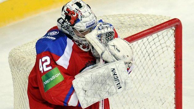 Zklamaný brankář týmu Lev Praha Tomáš Pöpperle poté, co inkasoval branku v prodloužení.