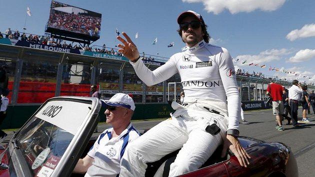 Španělský pilot Fernando Alonso z McLarenu před Velkou cenou Austrálie.