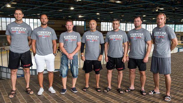 Trenérský tým hokejové reprezentace (zleva): Jiří Fischer (skaut), Martin Ručinský (generální manažer), Petr Jaroš (trenér brankářů), Jiří Kalous (asistent trenéra), Josef Jandač (trenér), Jaroslav Špaček (asistent trenéra) a Václav Prospal (asistent trenéra).
