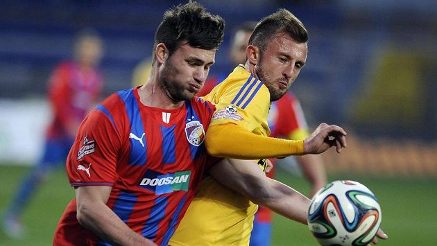 Útočník Plzně Tomáš Wágner (vlevo) a Jiří Krejčí z Jihlavy.