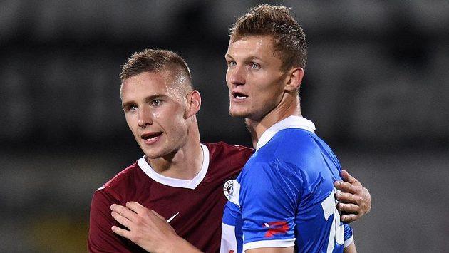 Obránce Sparty Praha Pavel Kadeřábek (vlevo) a Tomáš Necid ze Zwolle.