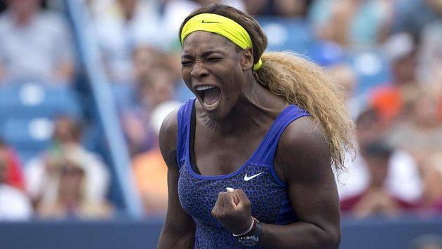Američanka Serena Williamsová v semifinále v Cincinnati porazila Caroline Wozniackou.