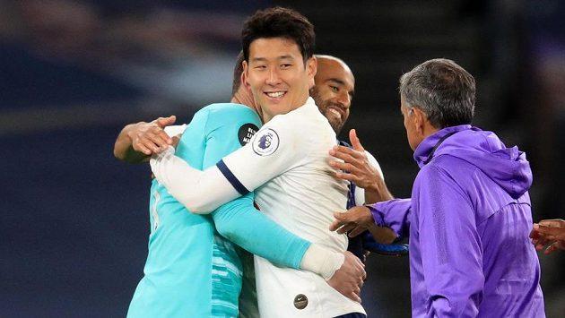 Fotbalisté Tottenhamu porazili ve 33. kole anglické ligy Everton 1:0 a posunuli se na osmé místo.