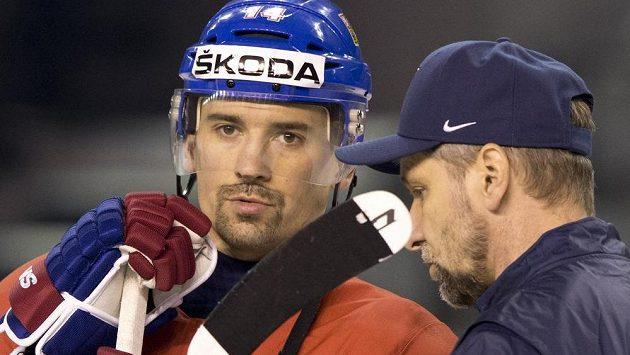 Tomáš Plekanec v rozpravě s trenérem národního týmu Josefem Jandačem. Útočník Montrealu připustil konec reprezentační kariéry.