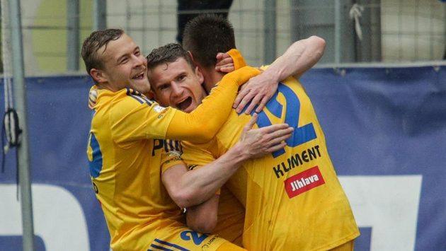 Fotbalisté Jihlavy se radují z gólu proti Liberci.