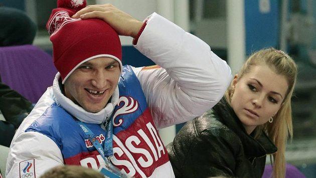 Ruský hokejista Alexander Ovečkin a tenistka Maria Kirilenková během olympiády v Soči.