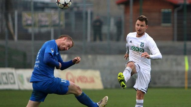 Do týmu Karviné se v minulém týdnu nečekaně vrátil obránce Jan Růžička (vpravo).