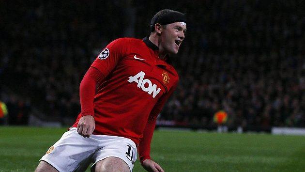 Útočník Manchesteru United Wayne Rooney se raduje z branky, kterou vstřelil do sítě Bayeru Leverkusen.