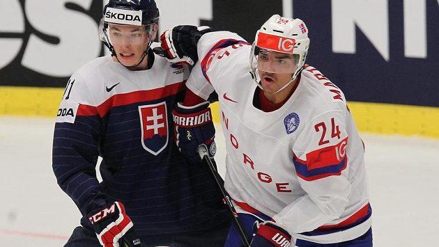 Obránce Slovenska Marek Ďaloga (vlevo) a norský útočník Andreas Martinsen.