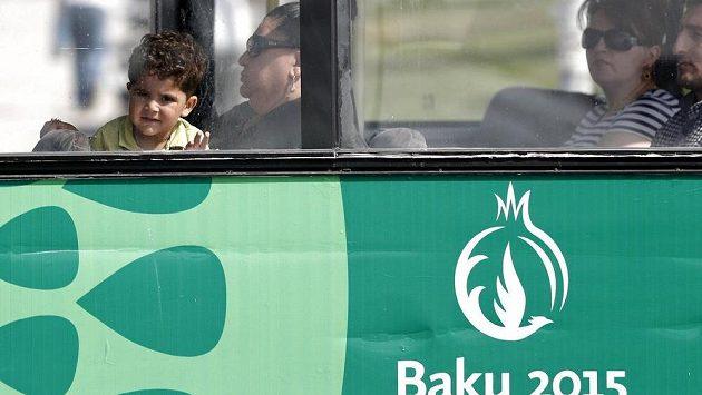 Autobus v dějišti Evropských her v Baku.
