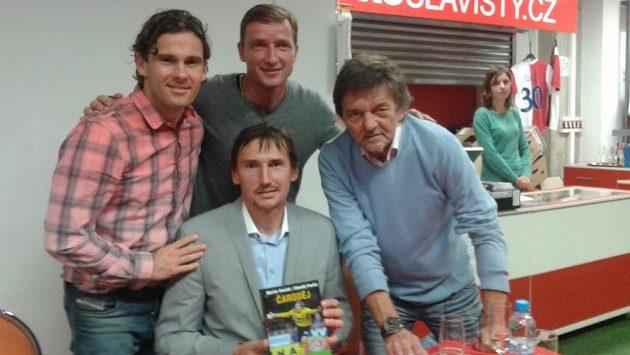 Martin Vaniak s knížkou Čaroděj, vpravo autor Zdeněk Pavlis, zleva kmotři Karol Kisel a Vladimír Šmicer.
