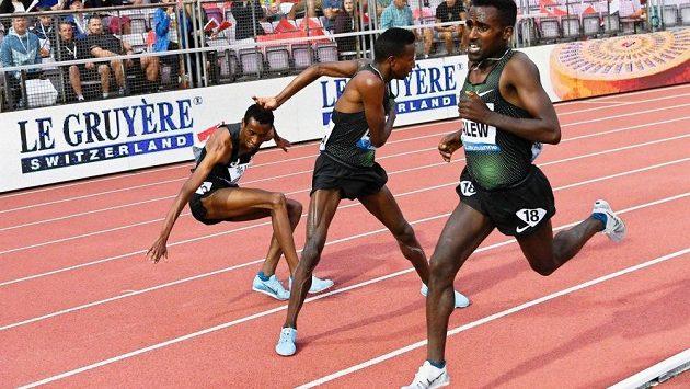 Etiopané předvedli na atletickém mítinku souboj hodný džudistické tatami.