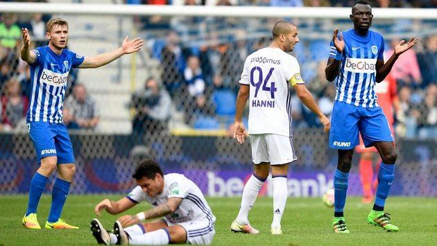 Jakub Brabec (vlevo) z Genku při utkání proti Anderlechtu.
