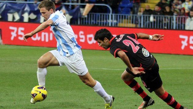 Obránce Nacho Monreal (vlevo) v dresu Málagy v utkání španělské ligy proti Vigu.