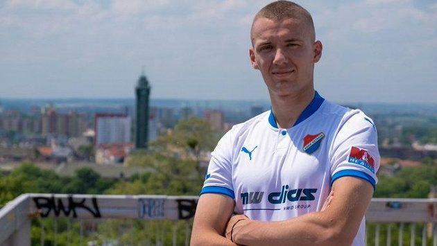 První letní posilou Baníku Ostrava se stal slovenský útočník Ladislav Almási.