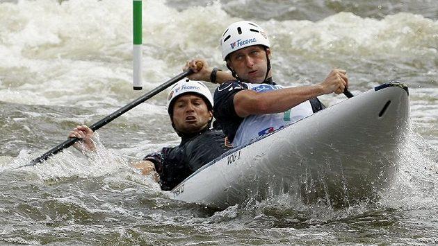 Deblkanoisté Jaroslav Volf (vpředu) a Ondřej Štěpánek