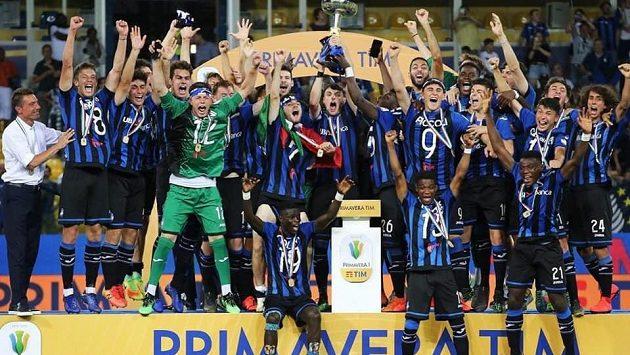 Mistrovský titul je doma! Český fotbalový talent David Heidenreich získal v dresu Atalanty Bergamo titul v italské soutěži Primavera.
