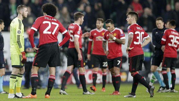 Fotbalisté Manchesteru United vstřebávají vyřazení z Ligy mistrů.