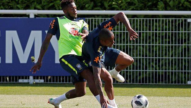 Fred a Douglas Costa na tréninku brazilské reprezentace.