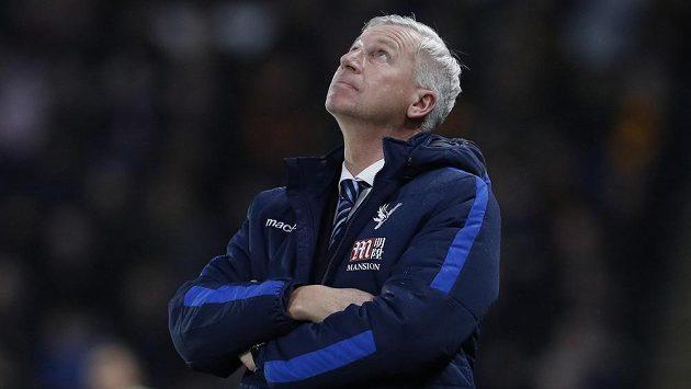 Trenér Alan Pardew skončil na lavičce Crystal Palace.